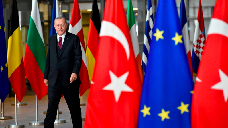 EU – Turkey Summit: Smiling faces, clenched fists